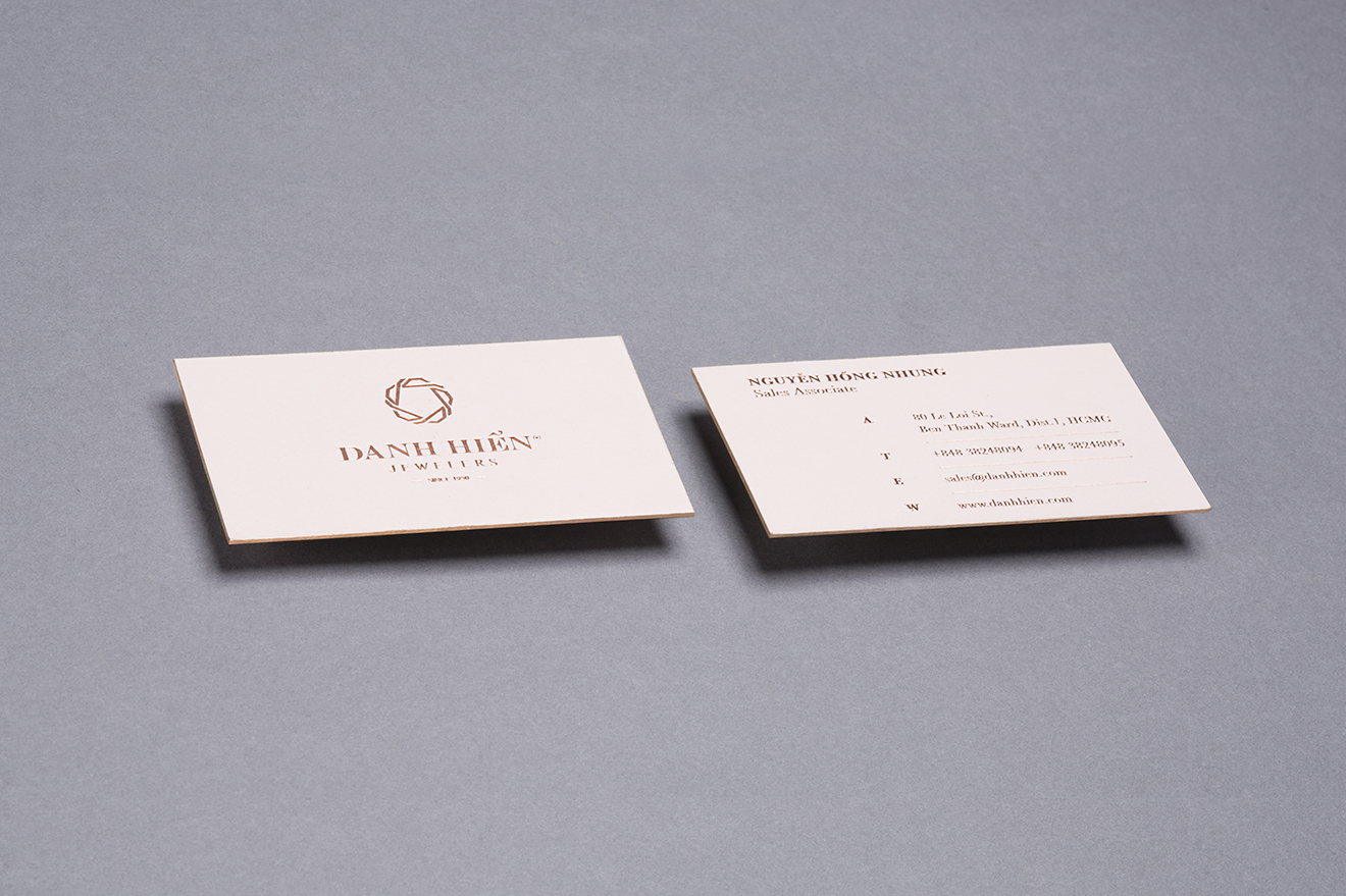 luxury business card-thiet ke thuong hieu- bratus-branding agency